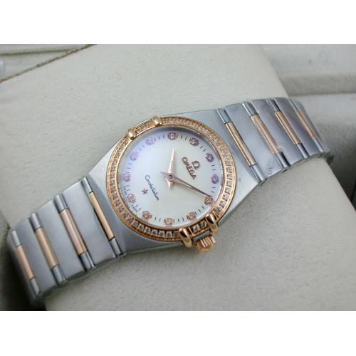 瑞士名表 欧米茄星座系列女士手表 外壳镶钻包18K玫瑰金钢带罗马外壳两针钻石刻度白面瑞士石英女表