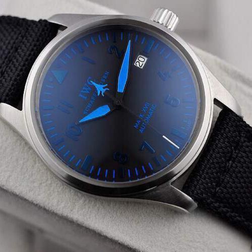 万国马克系列 自动机械手表 密底 单日历 真皮表带