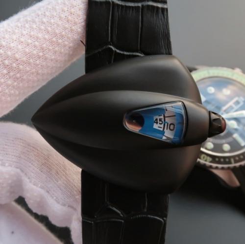 星际迷航》VSDeBethune腕表设计师以《星际迷航》打造了极具视觉冲击力的表壳设计,皮表带,男士手表,自动机械机芯,透底