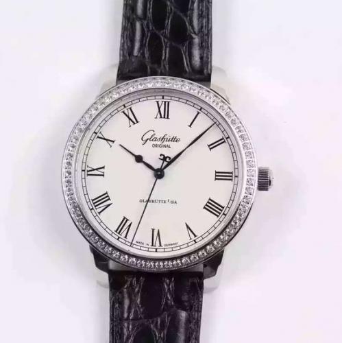FK格拉苏蒂参议员系列39-59-01-02-04。一比一正品开模,淬火蓝钢指针搭配白色罗马刻度表盘是一种经典组合,简约当中透出一丝文雅。40毫米表径,自动机械机芯,男士手表,皮表带,透底